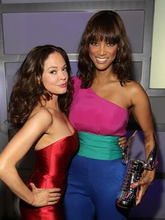 It's not surprising that Tyra Banks looked stunning when we snapped a picture of her with Rose McGowan behind-the-scenes at the 2011 @VH1 Do Something Awards show...she's the smizing expert!