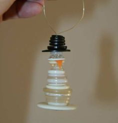 Now how cute is this?! Would make a great zipper pull for a child's winter coat too.