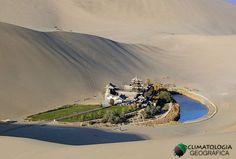 O Lago Crescente é um oásis do deserto de Gobi
