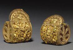 A PAIR OF ETRUSCAN GOLD A BAULE EARRINGS   CIRCA 5TH CENTURY B.C.