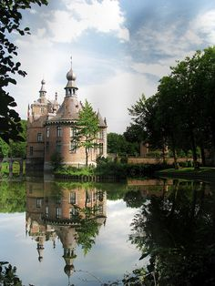 Ooidonk Castle is a castle in the city of Deinze, East Flanders, Belgium (photo by Johnny Cooman on Flickr)