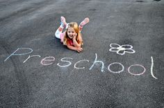 5 creative ways to capture first day back-to-school photos. So easy and smart!