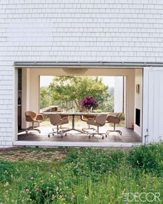 A Thoroughly Modern Country House - ELLE DECOR