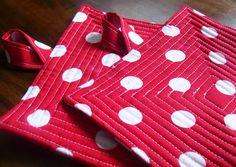 Kitchen Accessories: DIY : Polka dot pot holders