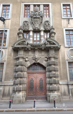 Palatul Arhiepiscopal Romano Catolic de pe Strada General H. M. Berthelot la nr 19