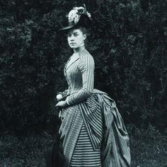 Alice Austen at eighteen in the garden of Clear Comfort (Staten Island Historical Society Collection). #Victorian #photographers #vintage #women #fashion