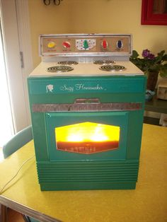 Vintage Toy Oven Suzy Homemaker Safety Oven Topper 1960's Turquoise. This is my oven!