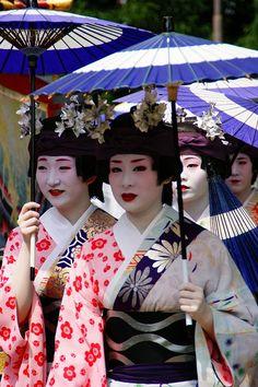 Gion Matsuri parade ~ maiko Kanoka, Miharu, Kanoyumi and Masaho