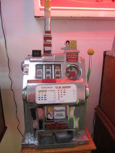 Harrah's Hotel Casino 1940's Vintage 25 cent Slot Machine Works Perfectly