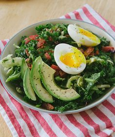 BLT Breakfast Salad with Soft-Boiled Eggs and Avocado | 18 Delicious Breakfast Salads #breakfast #recipe  #easy #recipes