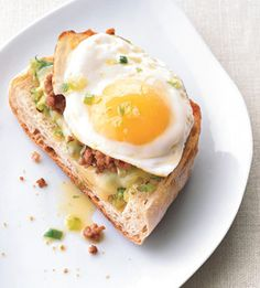 fried egg and sausage ciabatta breakfast pizza
