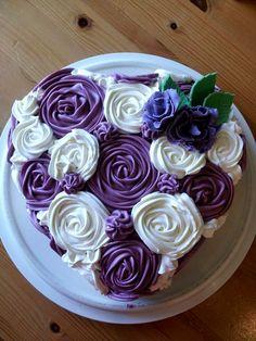 Purple heart cupcakes cake