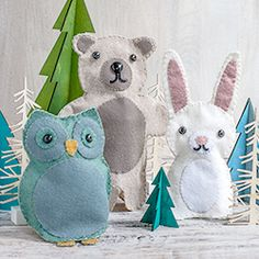 Printable pattern and tutorial to make the felt woodland animals for puppet play. I think instead of puppets I'll close up the bottoms to make little stuffed animals.
