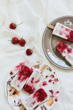 Marbled strawberry coconut popsicles