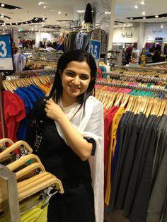 Divyadarshini (DD) at Shopping Mall | Veethi