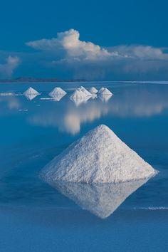 John Shaw: Salt cones on Salar de Uyuni, Bolivia.