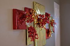 Christmas decorations hanging pictures, christmas presents, christmas decorations, christma decor, christmas picture frames, holiday idea, wrap pictur, pictur frame, the holiday
