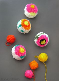 Making Flower Pom-poms with a DIY Pom-pom maker - tutorial