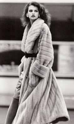 Linda Evangelista, 1987