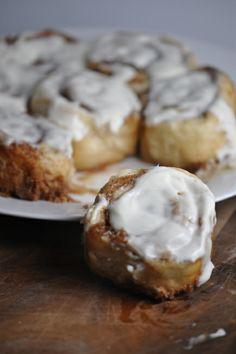 Yeast-less & easy homemade cinnamon rolls with buttermilk glaze