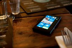 Nokia Lumia 800 - Dîner en tête-à-tête #Nokia #Lumia #Mobile #Smartphone