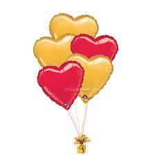 Un ramillete de globos con forma de corazón, en rojo y oro, de www.fiestafacil.com - $18.95 / A balloon bunch with heart-shaped balloons, in gold and red, from www.fiestafacil.com