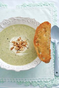 Vegetarian: Creamy broccoli and almond soup
