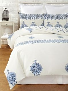 Filling Spaces Annika Reversible Duvet Set (Blue-White)