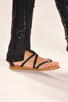 Tendencias primavera verano 2013 sandalias de piso accesorios zapatos -  Naeem Kahn