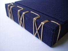 Japanese binding with cord - Encadernação Japonesa em forma de caixa by amandANewlands, via Flickr
