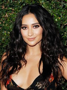 Makeover Alert: Shay Mitchell Just Got a Hot-as-Hell Power Bob