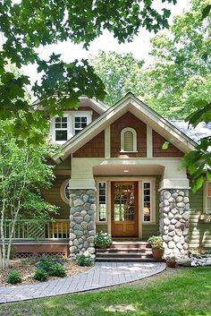 My dream house would be a craftsman style bungalow with a natural stone and wood exterior. There would be tons of windows, and a great big covered porch. #HORCHOW