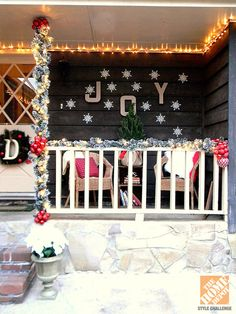 Front Porch Christmas Decorating Ideas: Mini Lights