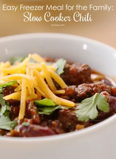 Make #lunch and #dinner ahead of time with this #slowcooker #chili recipe.