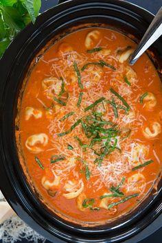 Slow Cooker Creamy Tomato Basil Tortellini Soup