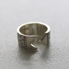 geometric ribbon open ring