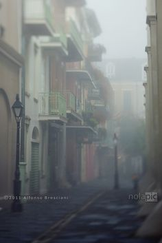 Pirate's Alley at its best: empty with lots of fog...