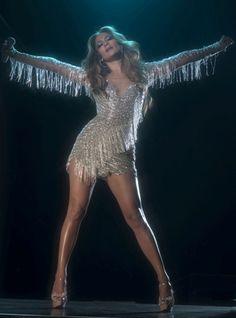 Jennifer Lopezs sexy Gillette ad