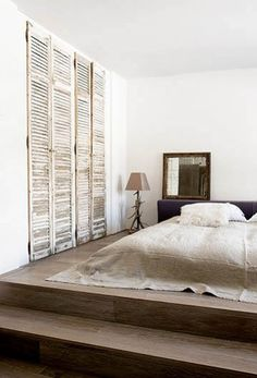 Bed on the floor / low bed with great accents