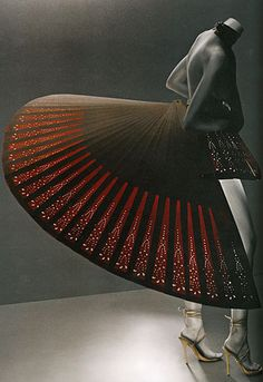 Alexander McQueen SS1993    #Womens #Fashion #AlexanderMcQueen