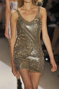 #Holiday style.  #Fashion #New #Nice #SparkleDress #2dayslook  www.2dayslook.com