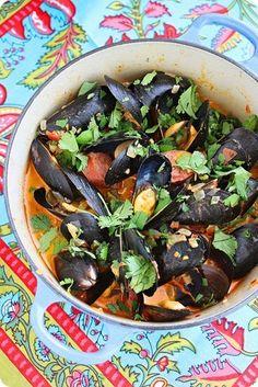 Spanish Mussels with Chorizo and Tomato-Wine Sauce http://www.thecomfortofcooking.com/2012/06/spanish-mussels-with-chorizo-and-tomato.html