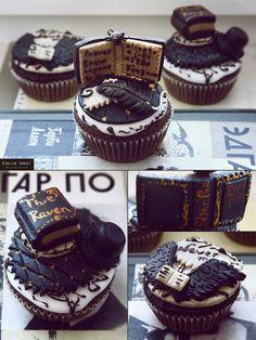 Edgar Allan Poe cupcakes! <3