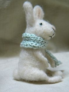 Little bunny with scarf  needle felted ornament von feltingdreams, $38,00