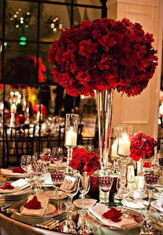 A Christmas Wedding, red rose table decor, glass table decor, bride bouquet for Winter Wedding www.loveitsomuch.com
