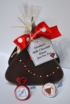 Very cute treat box for Valentine's Day.