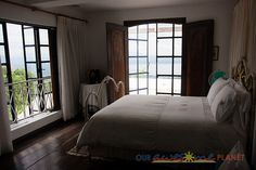 Nice bedroom... taken by http://www.ourawesomeplanet.com