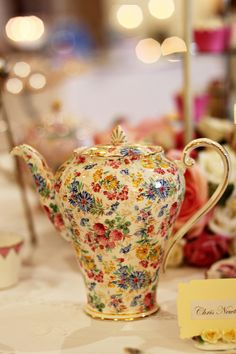--I love this!  Very pretty.Vintage Teapots