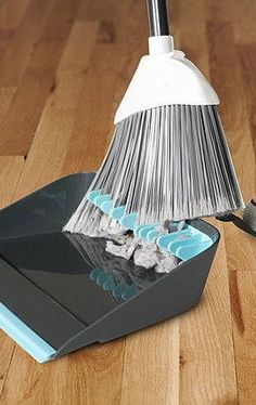 Dustpan has rubber teeth to comb out dust! #genius #cleaning