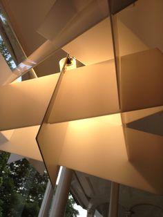 Big Bang. Lámpara de techo con soporte de metal lacado y estructura de diversos paneles de metacrilato en diferentes colores. R7s 1 x 160W Incluida. Diseñador: E. Franzolini y V. García. http://www.lamparasoliva.com/lamparas/de-techo/big-bang-foscarini.html